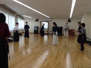 10/24浜松町教室の居合稽古風景